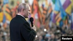 俄羅斯普京總統星期三主持了慶祝俄羅斯兼併克里米亞一周年活動時向民眾講話。