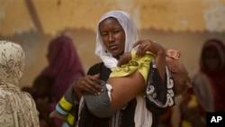 Un enfant souffrant de malnutrition à Mao, au Tchad (AP)