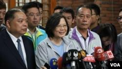 Tsai Ing-wen (tengah), kandidat kelompok oposisi utama Taiwan dari Partai Demokrasi Progresif (Foto: dok).