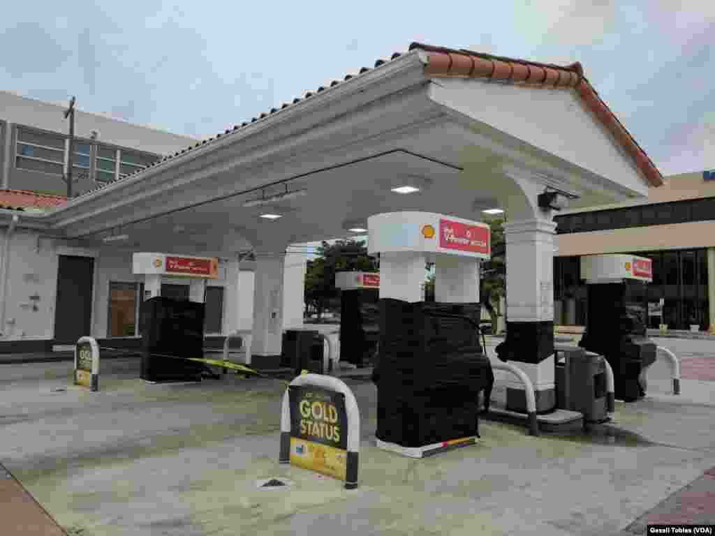 Estaciones de gasolina cerradas en Florida por Irma.