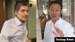 22일 말레이시아 쿠알라룸푸르의 한 호텔에서 장일훈 북한 유엔주재 차석대사(오른쪽)와 조지프 디트라니 전 미국 6자회담 차석대표가 각각 기자들과 이야기를 나누고 있다.