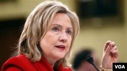 Menlu AS Hillary Clinton berjanji akan bertemu dengan tokoh-tokoh oposisi Libya.