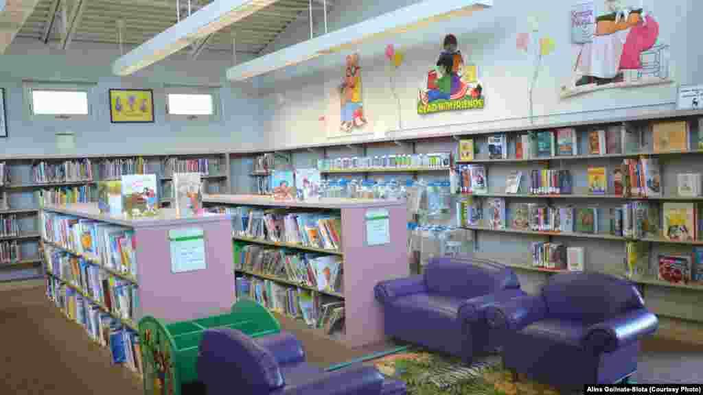 Дитячі меблі – диванчики, крісла, столики, шафки, все у міні-версії, надають приміщенню організованого і водночас комфортного вигляду