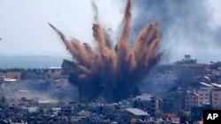 Israel không kích một tòa nhà tại Thành phố Gaza ngày 13/5/2021.