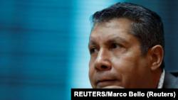 El líder de la oposición, Henri Falcon, participa en una reunión con representantes de los medios internacionales en Caracas, Venezuela, el 20 de febrero de 2018. Falcon se inscribió el martes como candidato para las elecciones presidenciales del 22 de abril.
