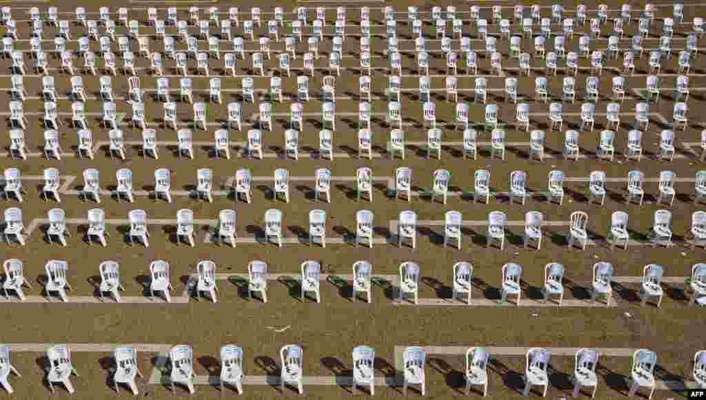 Chairs are installed at Tel Aviv's Rabin Square to symbolize the 1,000 coronavirus deaths in Israel.