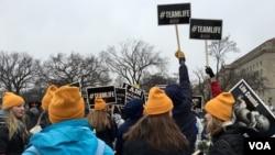 """1月22日,成千上万来自美国各地的人们冒雪聚集在华盛顿纪念碑下,举行""""为生命游行""""(March For Life)活动,反对堕胎。"""