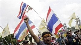 Demonstrators in Bangkok protest an amnesty bill that some say may pave way for return of ex-PM Thaksin