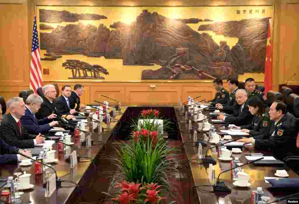 ديدار وزراى دفاع آمريكا و چين در ساختمان وزارت دفاع چين