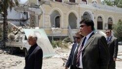 میخاییل مارگلوف، فرستاده روسیه (مرکز) در طرابلس، لیبی. ۱۶ ژوئن ۲۰۱۱