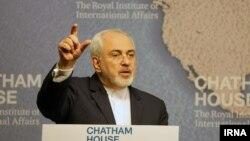 محمدجواد ظریف وزیر امور خارجه ایران در اندیشکده چاتم هاوس در لندن - ۱۵ بهمن ۱۳۹۴