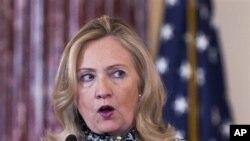 """美國國務卿克林頓在""""全球商務會議""""上講話"""