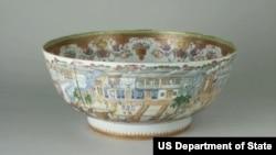 1780年代十三行外景圖潘趣酒碗 (照片來源:美國國務院)