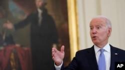 拜登总统在白宫东厅讲话并回答问题。(2021年7月29日)