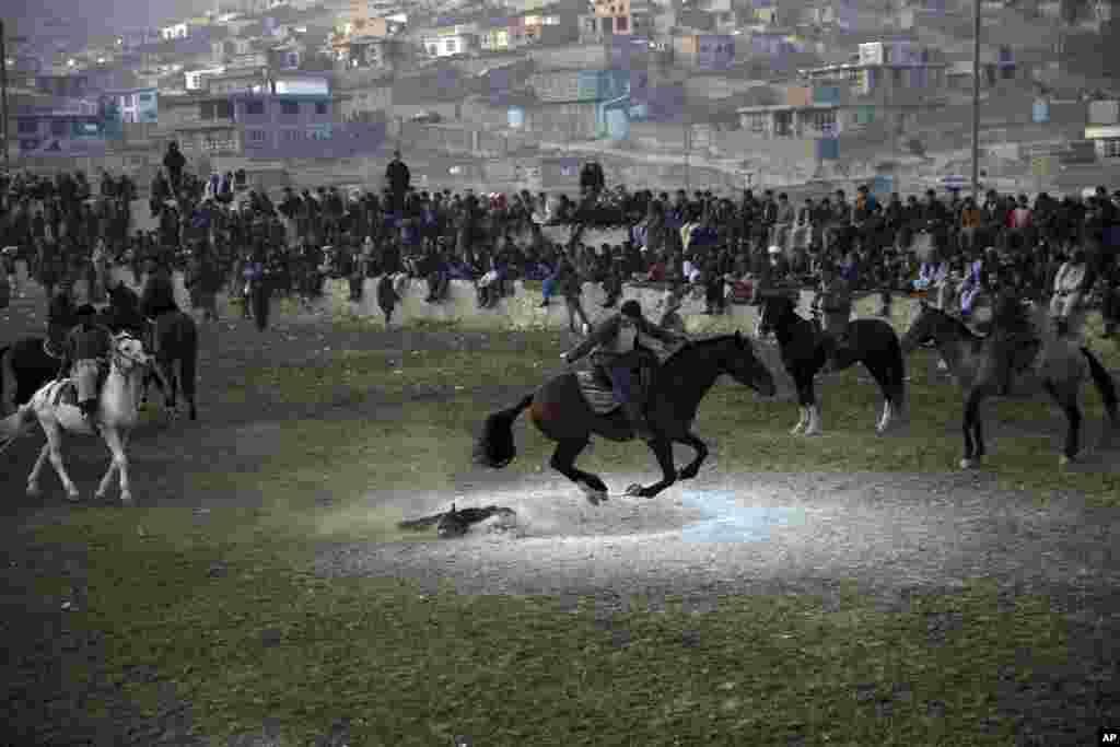 بزکشی یکی از ورزشهای سنتی افغانستان است