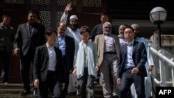 امام مسجد محمد ارشاد نے کیری لام کی معذرت قبول کرتے ہوئے کہا کہ اسلامی کمیونٹی امید رکھتی ہے کہ ہانگ کانگ میں لوگ پُرامن طریقے سے رہیں گے۔