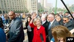 Ngoại trưởng Clinton nói việc tới thăm quảng trường Tahrir là 'sự nhắc nhở về sức mạnh tinh thần con người cũng như khát vọng tự do, nhân quyền và dân chủ'