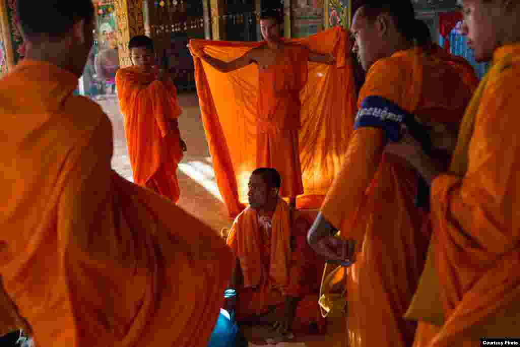 December 04, 2013 – Kampong Thom, Cambodia. Monks get ready on day four of a ten day Human Rights march into Phnom Penh on National Road 6. © Nicolas Axelrod / Ruom