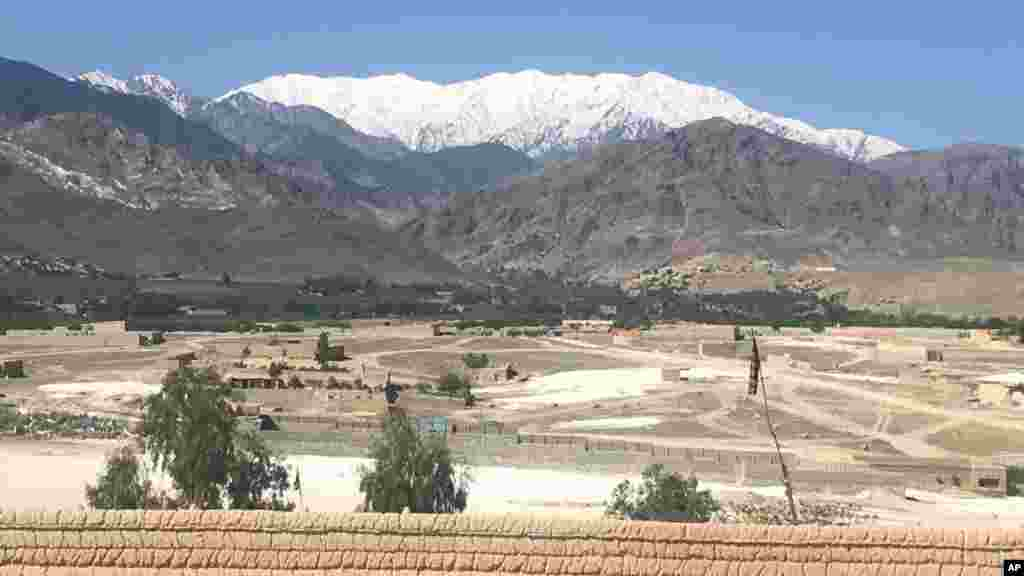 Yankin d'Achin, a garin Jalalabad, bayan sakowar bam da Amurakawa suka yi a Afghanistan,13 ga watan Afirilu shekara 2017.