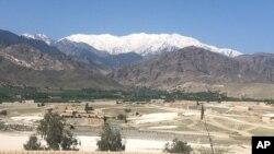 Une vue générale du district d'Achin, à Jalalabad, après que les forces américaines ont largué jeudi la méga bombe, en Afghanistan, le vendredi 14 avril 2017.