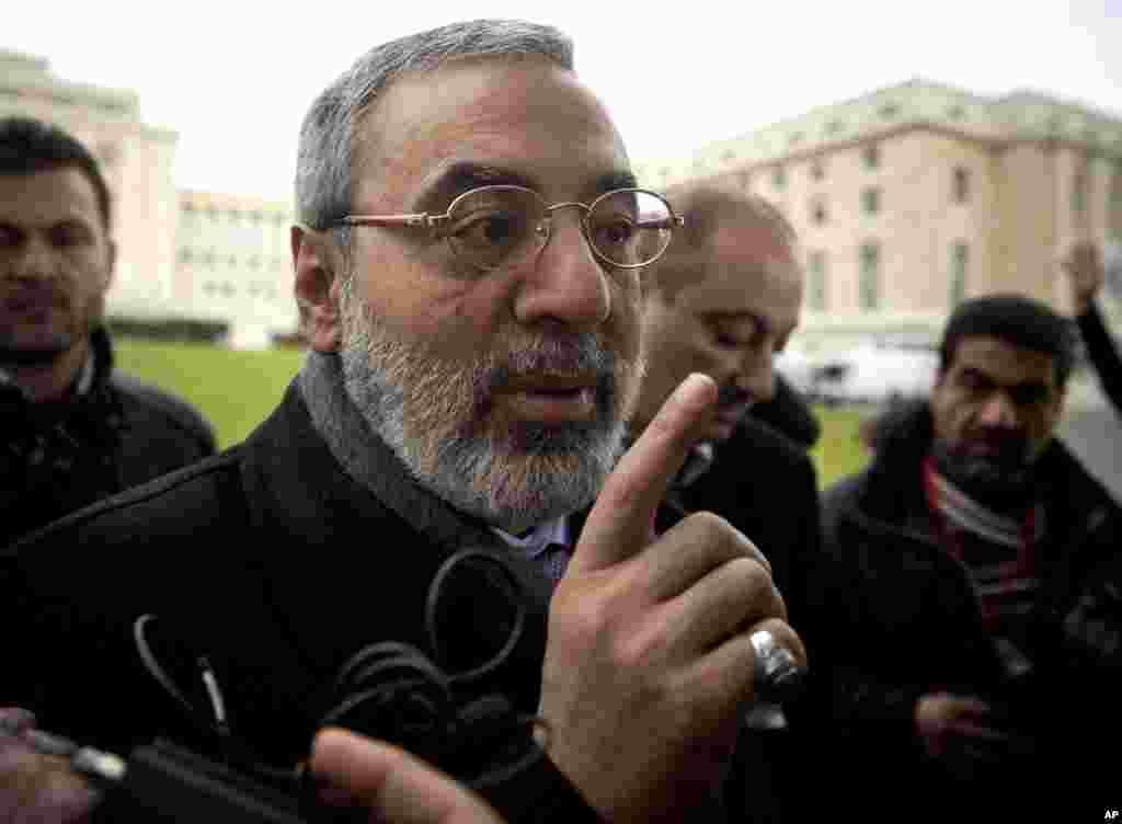 عمران الذوبی وزیر اطلاعات سوریه پیشاپیش آغاز کنفرانس ژنو، مواضع دولتش را با خبرنگاران در میان گذاشت - ژنو، ۲۶ ژانویه ۲۰۱۴