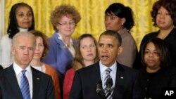 Президент США Барак Обама (справа)