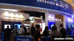 Stan Lockheed Martin di Ajang Pameran Indo Defence 2014, Jakarta Internatioanl Expo, Jakarta, 7 November 2014 (Foto: VOA/Ahadian)
