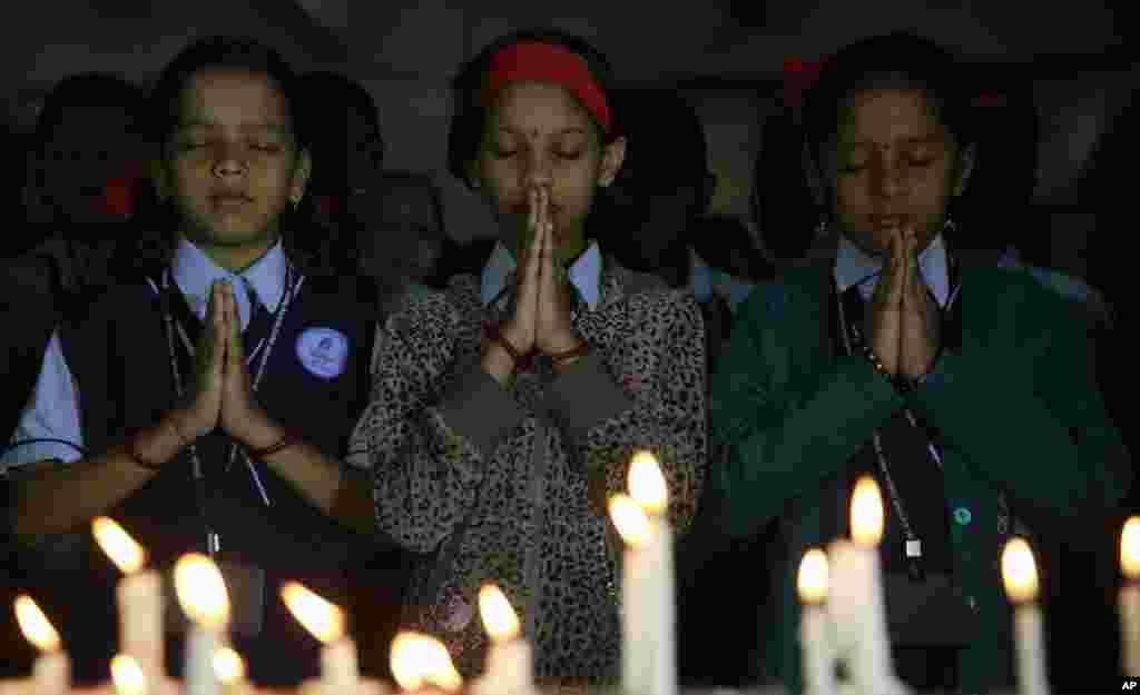 بھارت میں بھی پشاور سانحے میں مرنے والوں کی یاد میں دعائیہ تقاریب کا اہتمام کیا گیا۔