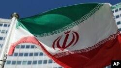 Iran nói những chế tài mới của Tổng thống Mỹ Donald Trump, áp đặt lên Tehran sau khi Mỹ rút khỏi thỏa thuận hạt nhân năm 2015 với nước này, vi phạm một hiệp ước kí với Iran từ trước cuộc Cách mạng Hồi giáo 1979.