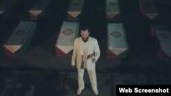 """صحنه ای از موزیک ویدئوی امیر تللو برای گرامیداشت """"شهدا"""""""