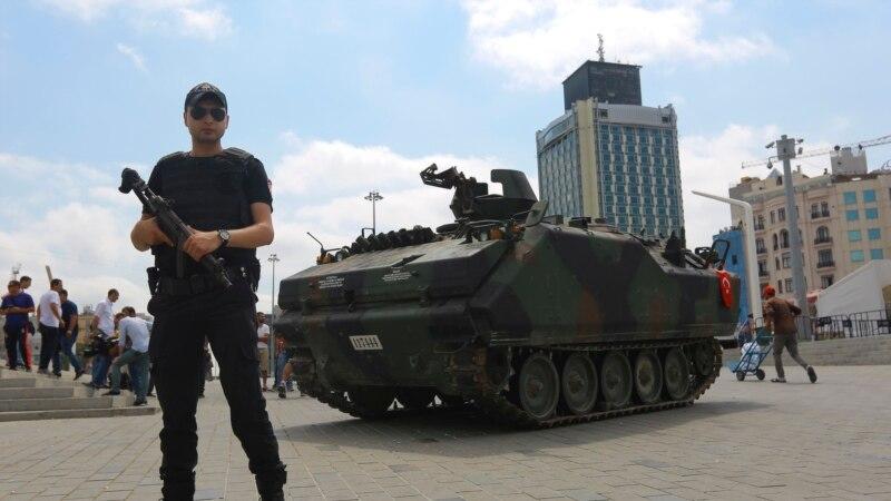 په ترکیه کې د پوځي کودتا د ناکامۍ نه وروسته زرگونه نظامیان نیول شوي