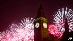 지난 1월 1일 자정을 기해 새해 맞이 불꽃놀이가 열린 영국 런던의 야경. (자료사진)