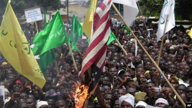 Muslims burn an American flag following a protest over an anti-Islam video that denigrates the Prophet Muhammad, in Kaduna, Nigeria, September 24, 2012.