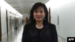 Bà Nguyễn Thể Bình nói Internet là 'một công cụ bắt buộc cần phải có để cho người dân có thể tiến triển được một cách tốt đẹp hơn'.