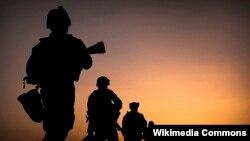 Une infanterie du corps des Marines lors d'une patrouille à l'aube dans le District de Nawa, en Afghanistan