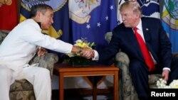 Tổng thổng Trump và Đô đốc Harris ở Hawaii, tháng 11/2017