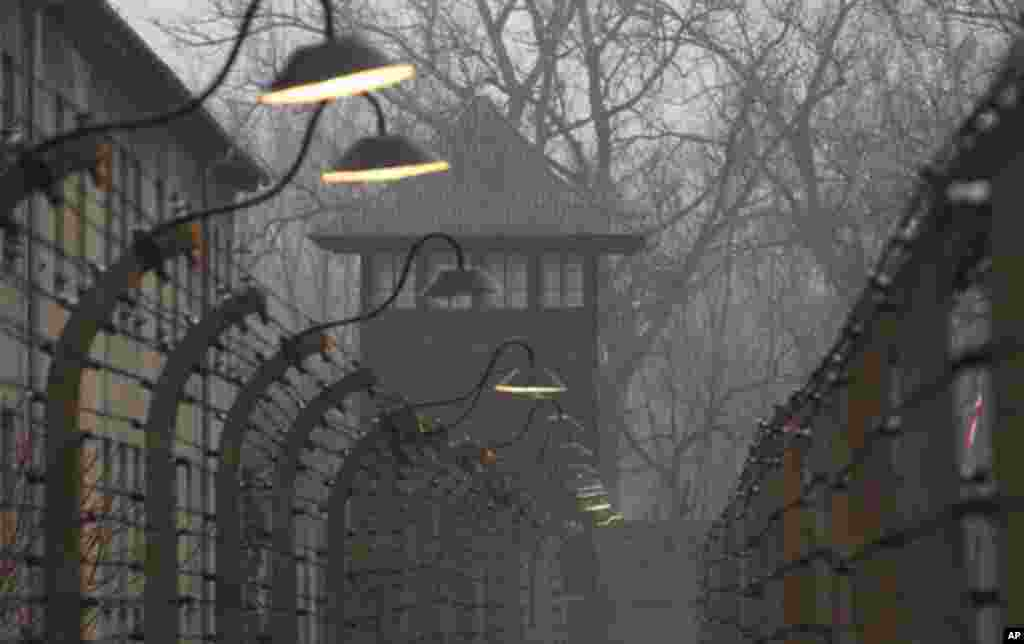 نمایی از اردوگاه کار اجباری و مرگ آشویتس، لهستان