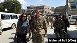 Командующий силами США на Ближнем Востоке генерал Джозеф Вотел (в центре)