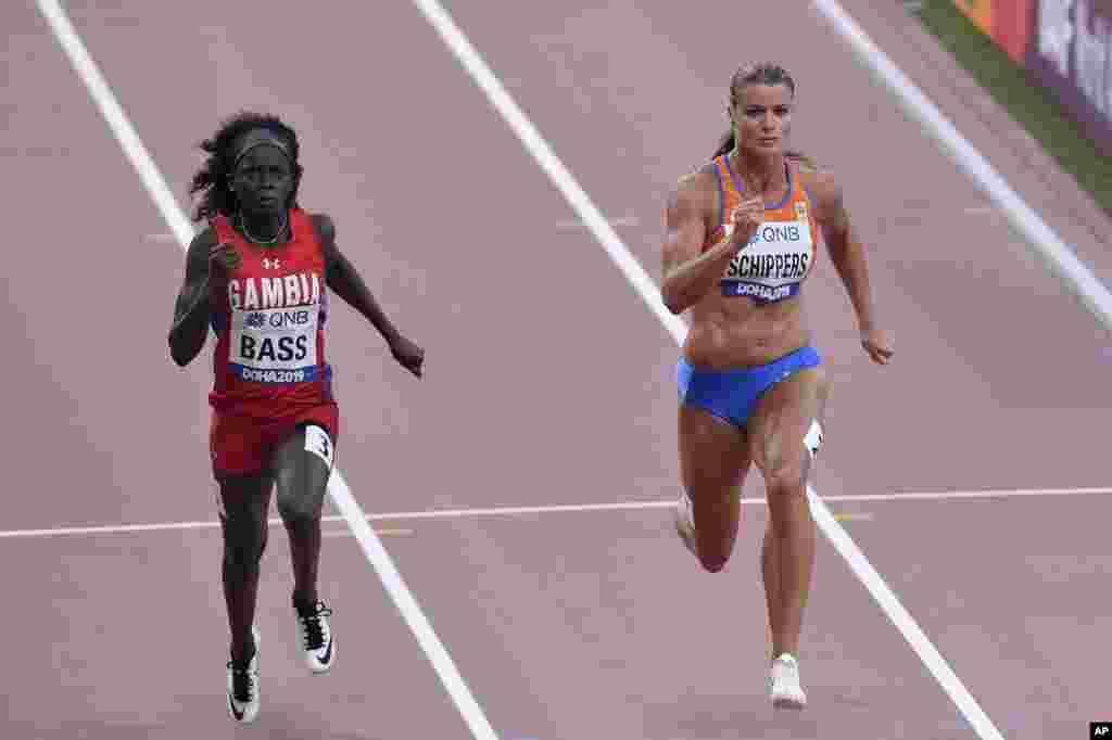 دفین شیپر از هلند و جینا باس از گامبیا در رقابت دوی صد متر مسابقات جهانی دو و میدانی دوحه قطر
