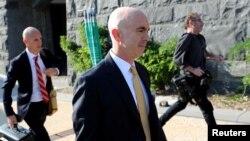 Generalni inspektor State Deparmenta Steve Linick izlazi iz Kongresa poslije svjedočenja pred odborima za obavještajna pitanja, 2. oktobra 2019.