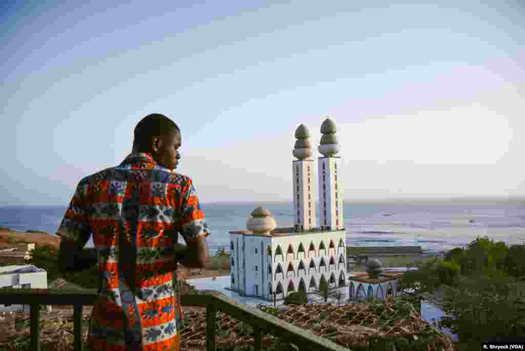 The Mosque of the Divinity at sunset, May 25, 2018, during Ramadan in Dakar, Senegal.
