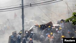 အာဏာသိမ္းမွုဆန္ ့က်င္ဆႏၵျပမွုအားျဖိဳခြင္းစဥ္ (March-2-) (ဓာတ္ပံု- Reuters)