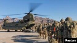 Abasirikare b'Amerika muri Afghanistani burira kajugujugu, kw'itariki 15/01/2019.