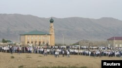 Похороны шейха Накшбандийского и Шазилийского тарикатов Саида-афенди аль-Чиркави. Чиркей, Дагестан.