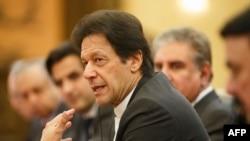 عمران خان کا کہنا ہے کہ نسل پرستانہ نظریات کا حامل گروہ جب بھی غالب آتا ہے خون ریزی کے دروازے کھل جاتے ہیں۔ (فائل فوٹو)