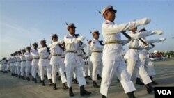 Upacara perayaan hari Kemerdekaan Burma di pusat kota di Naypyitaw, Selasa, 4 Januari 2011.
