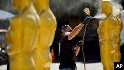 Sólo dos latinos están entre los contendientes de los Oscar el domingo, pero la demografía sugiere un cambio en el futuro.