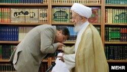 در توئیت وزارت خارجه آمریکا به ناصر مکارم شیرازی اشاره شده است.