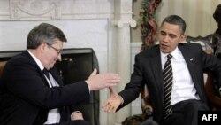 Президенты Барак Обама и Бронислав Коморовский (слева). Белый дом. Вашингтон. 8 декабря 2010 года