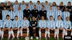El director técnico, Diego Armando Maradona, confía en repetir los títulos de Argentina 1978, México 1986.